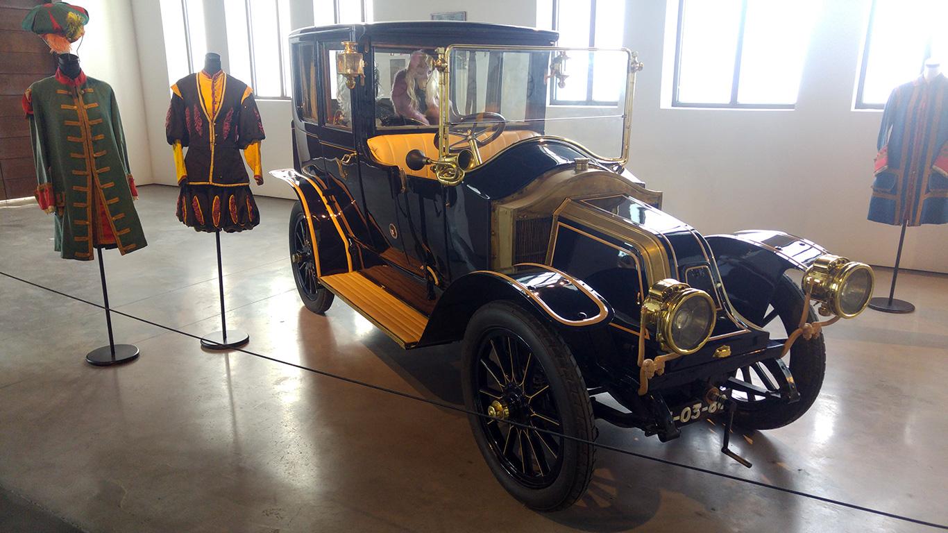 muzeul-automobilistic-din-malaga-2